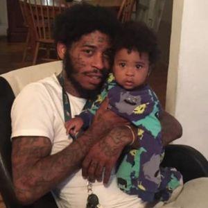 Татко монструм: 11-месечниот син го користел како штит додека пукале во него! И тоа не е сè...