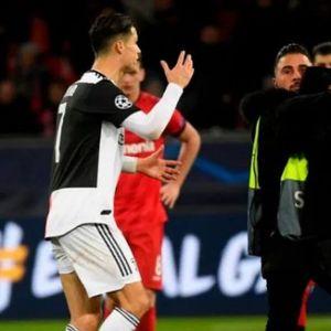 Познато што му порача бесниот Роналдо на фанот кој го зграпчи за врат