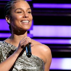 Ги водела Греми наградите без грам шминка, сите се воодушевени од нејзината природна убавина во 39-та година од животот