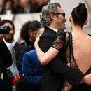 Статуетка Оскар, старки и бургери: За оваа фотографија на славниот пар зборува целиот свет