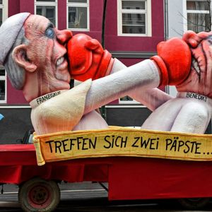 Сатирични карневали на улиците во Германија – на мета расизмот, но и коронавирусот