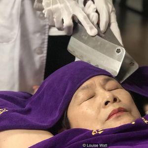 Бизарната масажа со месарски ножеви сè попопуларна на Тајван – дали би ја пробале?