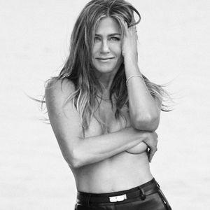 Џенифер Анистон објавила целосно гола фотографија, но има одлична причина за тоа