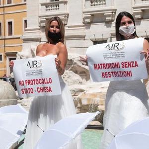 Италијанките кои сакаат да се мажат протестирале во Рим, не сакаат рестрикции