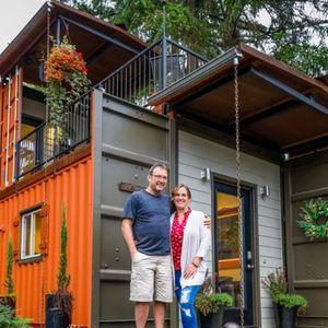 """Направиле прекрасен дом од контејнер за да можат да живеат без кредити: """"Напорно работевме и успеавме"""""""