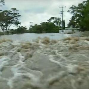 Последици од циклонот во Австралија: Уништен е голем број на куќи, илјадници домаќинства без електрична енергија