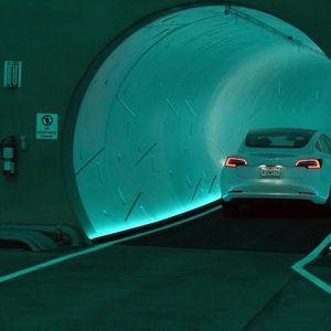 """""""Ова е глупав Дизниленд"""": Маск конечно го отворил тунелот во кој ќе може да се патува со 250 километри на час, но патниците добиле само впечатливи бои"""