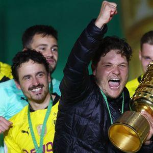 Играчите на Дортмунд ја прекинаа прес конференцијата: Терзиќ доби шампионско туширање кое нема да го заборави