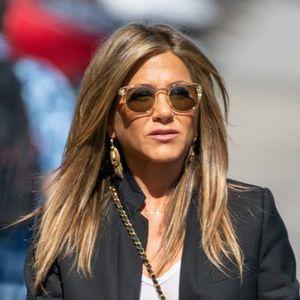 7 парчиња во кои Џенифер Анистон се 'колне': Ваквото облекување заштедува пари