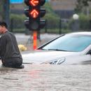 Поплави во Кина по обилните дождови, расте бројот на жртви