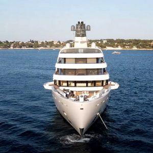 """Мегајахтата на Роман Абрамович чини 610 милиони долари: Погледнете ги првите снимки од """"Solaris"""" на отворено море"""
