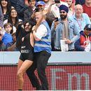 """Цела фамилија """"трчачи""""! Излетување на финалето во крикет (галерија)"""