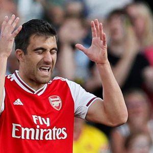 Навивачите на Арсенал: Сократис е најлошиот бек во Премиер лигата пред Давид Луиз!