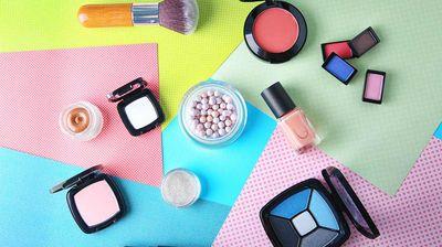 Како да заштедите пари кога купувате козметика што редовно ја користите?
