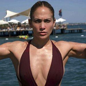 ЛЕКЦИЈА ЗА СЕКСИПИЛ: Џенифер Лопез во бели хеланки