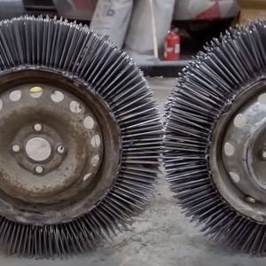 Руски изум – 3000 клинци на челична фелна како зимска гума!