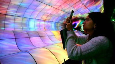 LG претстави џиновски OLED екран од 19,8 метри