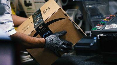 Amazon претстави роботи за пакување кои ги заменуваат човечките работници