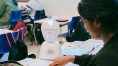 Во училиште во Виена, робот му помага на ученик заболен од рак