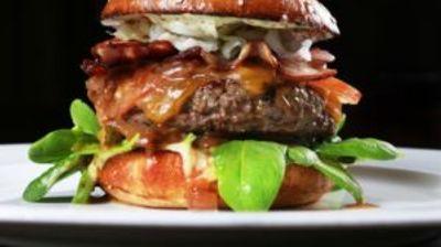 Хамбургер од лабораторија по цена од 250.000, наскоро пристигнува за девет евра