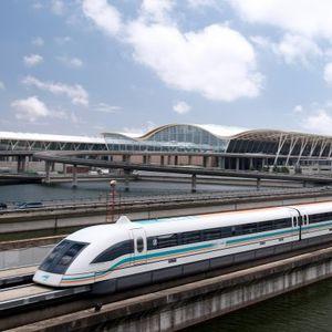 """Најбрзиот воз на светот: Кинеската """"молња"""" e побрза од јапонскиот """"куршум"""""""