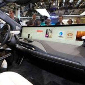 Големината е важна: Претставен кинескиот SUV со најголем екран во светот
