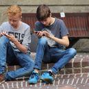 Зависност од паметните телефони: Младите во паника кога ќе им го земете уредот