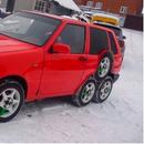 Руски автомеханичари претворија Fiat Uno во чудо на осум тркала (ВИДЕО)