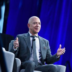 Како најбогатиот човек на светот ја изгради компанијата Amazon?