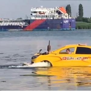 Lada Xray научи да плива