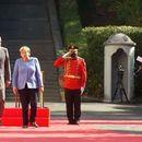 Меркел пречекана со највисоки почести во Тирана