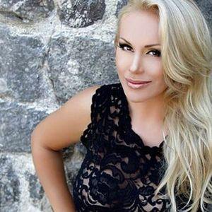 Селма Бајрами се соблече и ги распамети мажите – пејачката е вистинска бомба