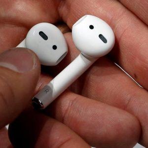 Нов тренд во сексот: Љубовниците носат блутут слушалки во текот на односот и тврдат дека така повеќе уживаат