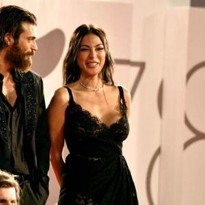 Турскиот актер Џан Јаман ја замени италијанската водителка со 9 години постара колешка?