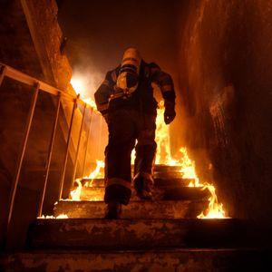 40-годишен огнеборец пострада в пожар