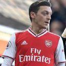 Озил вели дека критичарите зборуваат с*ање, го впери и прстот кон Артета бидејќи не му дал шанса во Арсенал