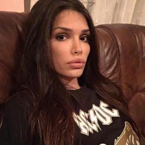 Seksipilna supruga bivšeg fudbalera Zvezde totalno gola ispred ogledala zaludela fanove na Instagramu!