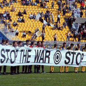 Na današnji dan su fudbaleri Partizana i AEK-a prkosili NATO bombama! (FOTO/VIDEO)