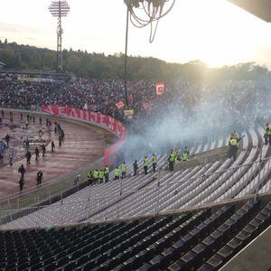 Tuča navijača uoči utakmice - Policija ušla na severnu tribinu (VIDEO)
