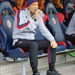 Mihajlović uprkos ovim lošim uslovima ostao na terenu, jednom odlukom pokazao svo majstorstvo i hrabrost