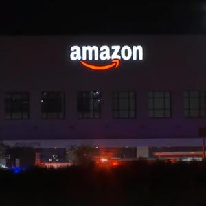 Neuračunljivi muškarac ušetao u Amazon sa pištoljem i naočigled prusutnih UBIO nedužnog čoveka!