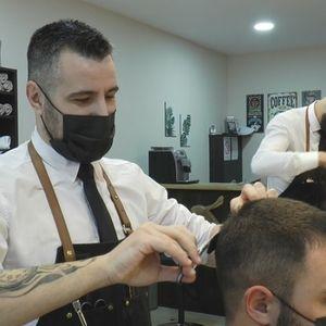 Nesvakidašnji berberski salon vraća u modu stari zanat