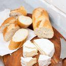 Запечена франзела със сирене бри
