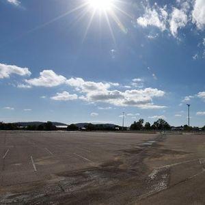 Haos u 21. bloku – parking mesta blokiraju pešake VIDEO