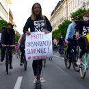 Hiljade biciklista na protestima u Sloveniji VIDEO