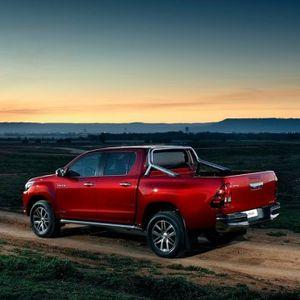 Toyota Hilux je stvarno neuništiva VIDEO