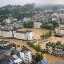 Vlasti izdale najviši nivo vremenskih upozorenja; više od 200.000 ljudi evakuisano; urušeni putevi VIDEO