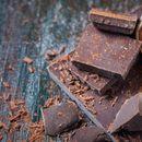 Redovno jedite tamnu čokoladu: reguliše rad srca, pritisak i šećer u krvi