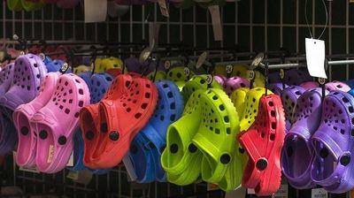 Da li su Crocs papuče postale kul zbog novog dizajna?