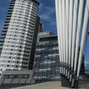 Na meti i voditelji: BBC ukida 450 radnih mesta